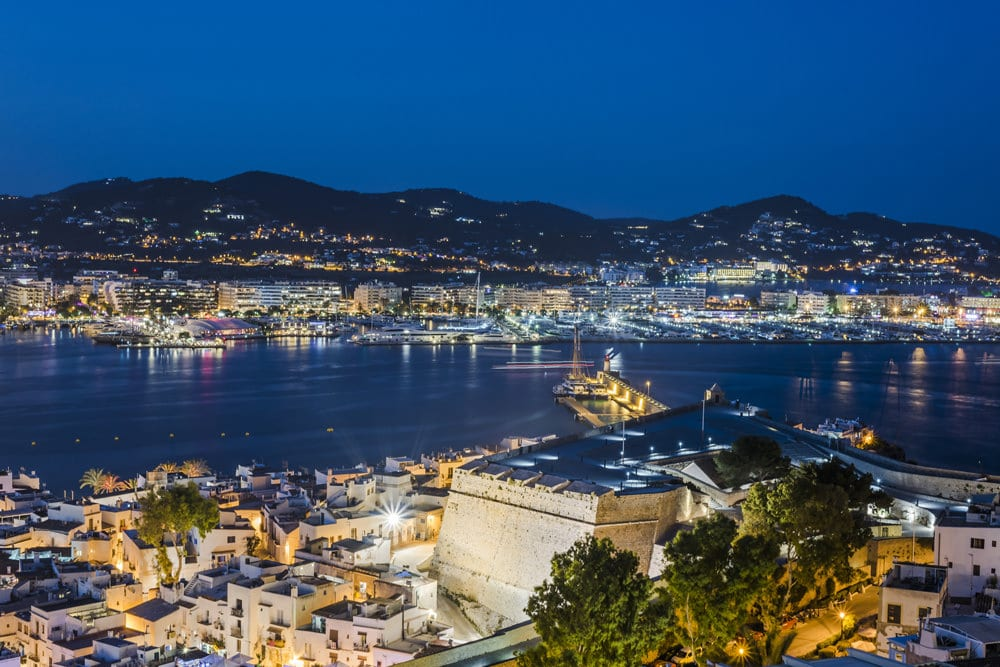 Ibiza by Night, Foto: © Sokarys / Fotolia.com