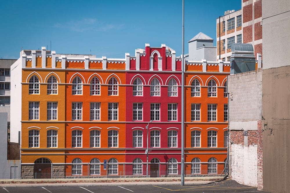 Colorblocking pur: die farbigen Fassaden im District 6 zu finden, Foto: Dmitrii, Adobe Stock